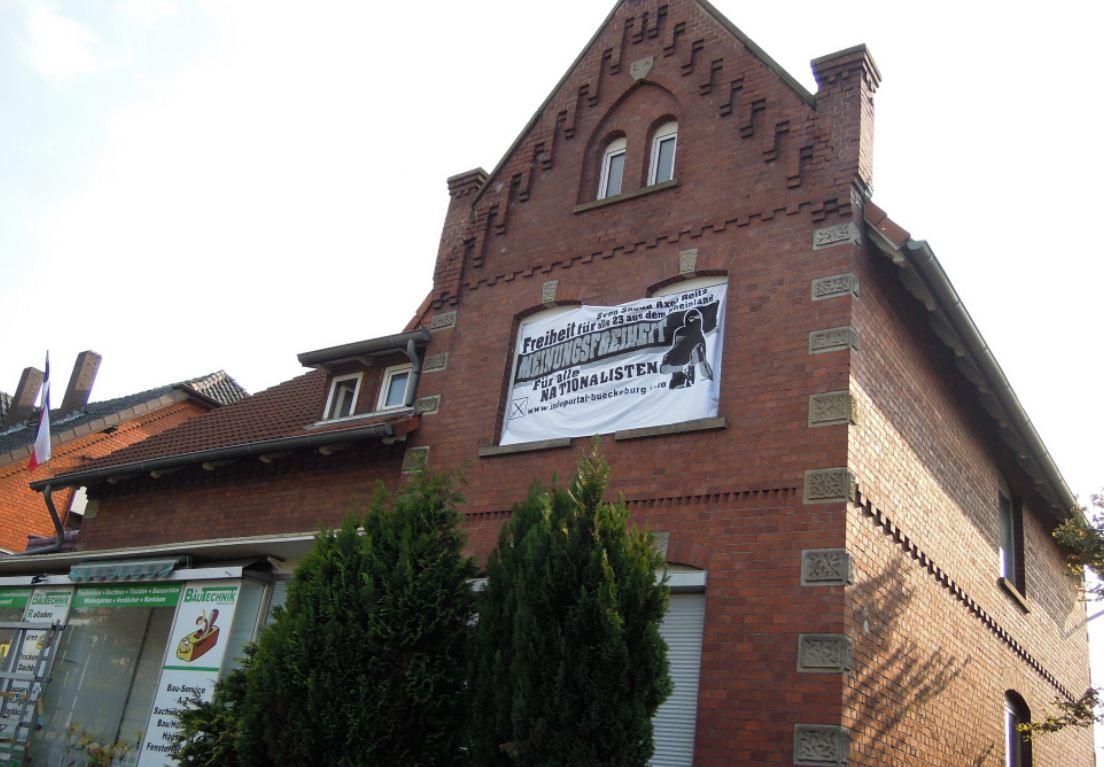 Nazi-WG in Obernkirchen_Transi_und_Fahne